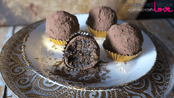 Gluten-Free Vegan Chocolate Rum Balls { Paleo, Raw, Refined Sugar-Free}