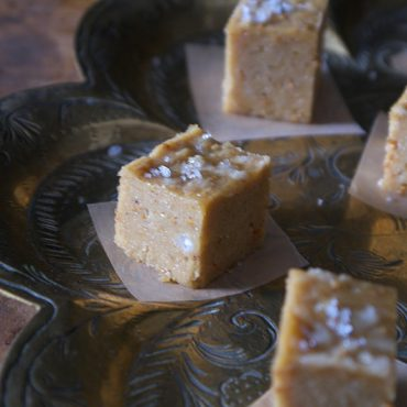 Tahini Fig Raw Fudge Bites {Gluten-Free, Vegan, Fruit Sweetened}
