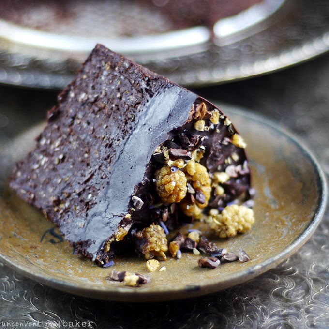 Nut-Free Flourless Chocolate Cake {Raw, Vegan, Gluten-Free, Paleo, Refined Sugar-Free}