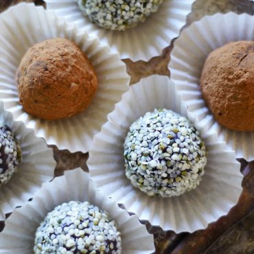 Decadent Spicy Raw Carob Hemp Bites {Free from: gluten & grains, eggs, dairy, and refined sugars. Full of: wholesome stuff that's good for you! And there's no baking involved -- 10 minutes and a handful of ingredients is all you need for these nutrient-packed sweet treats!}.