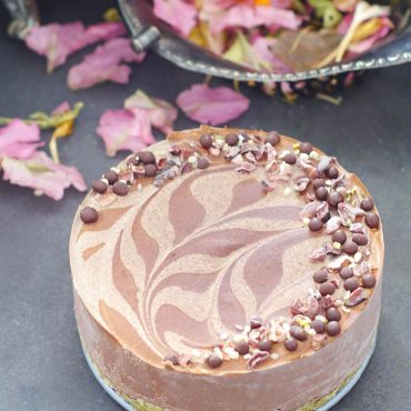 Black Bean Chocolate Cake {No-Bake and Free From: nuts, gluten & grains, dairy, eggs, soy, and refined sugar}