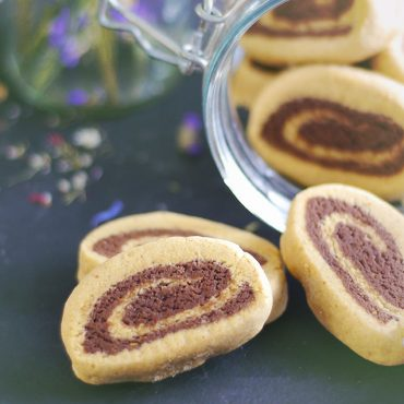 Chocolate Vanilla Pinwheel Cookies -- a gluten-free, vegan, refined sugar-free, and oil-free recipe