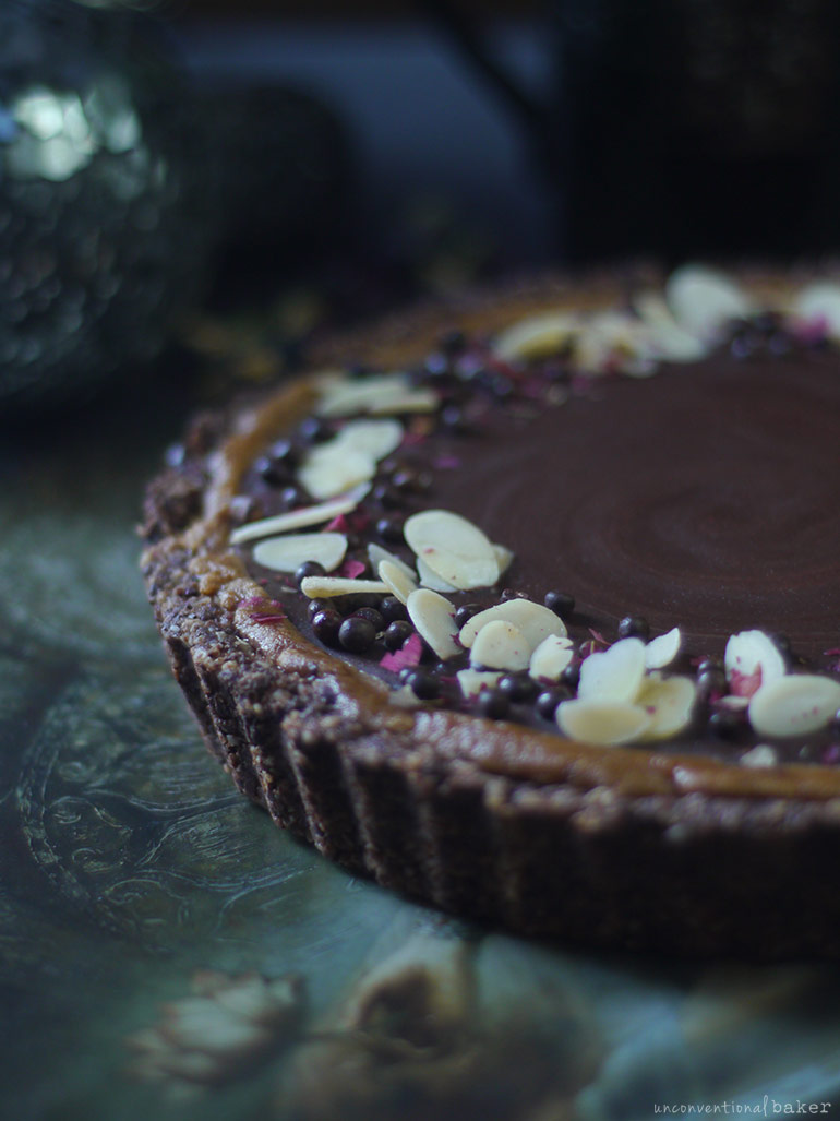 chocolate almond tart with a chocolate topping (gluten-free vegan)
